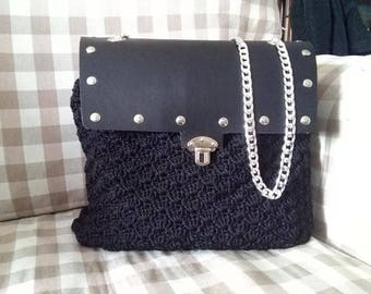 Large shoulder bag with leather patella and bottom