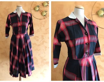 Vintage 1950s Black and Red Plaid Print Cotton Dress - size S/M