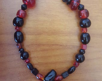 Bracelet with a black heart-shaped bead with black and red beads, with a silver lobster claw clasp
