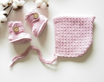 "Baby bonnet, bonnet style ""boots"" crochet baby booties"
