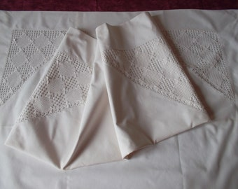 2 pillowcases with beautiful lace