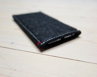 IPHONE X / 8 / 7 /6 felt CASE in natural Black wool felt - red accent - Also for iphone 8 plus and all other iPhone models