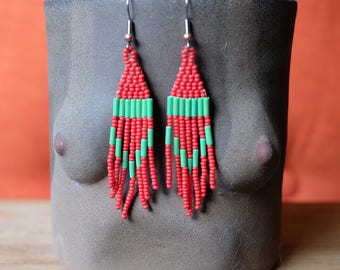 Boucles d'oreilles de vacances rouge et vert / / amérindien perlé boucles d'oreilles