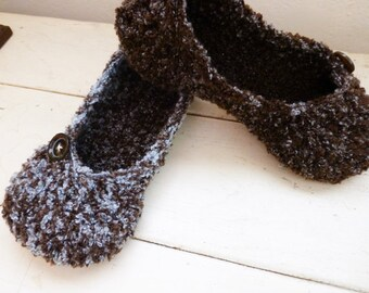Crochet slippers, women's slippers, house shoes, women's gift idea, ready to ship, hand crochet, cute slippers, comfortable slippers
