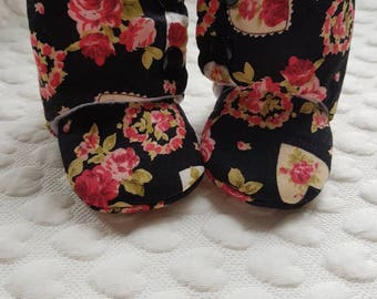 Baby girl boots - floral baby booties - winter girl boots - baby fleece booties - baby gift - girl outerwear