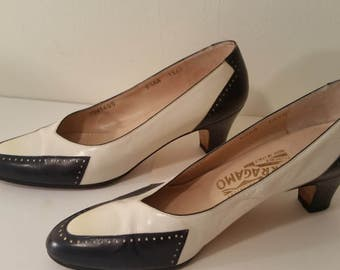 Vintage Ferragamo Pumps Navy Blue and White Leather Spectator Style Shoes Made in Italy Size 6 1/2 AA 1980s Summer Pumps High Faashion