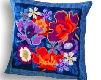 "Floral needlepoint pillow kit ""Florabundance"""