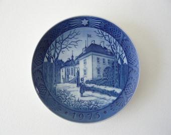 """Royal Copenhagen Porcelain Blue and White Plate 1975 Viking 7"""" Plate DAK ROSKILDE Denmark"""