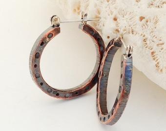 Boucles d'oreilles créoles en cuivre, martelés et patiné ferait, Style Bohème, argent Sterling verrou arrière, ferronnerie à motifs fabriqués à la main