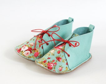 Baby shoes, size 6-12 months, mint leather and cotton