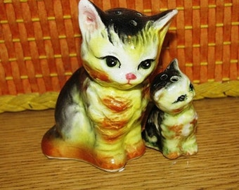 Cat Salt & Pepper Shakers, Sweet Mama and Baby Kitten Salt and Pepper Shakers,  Primitive, Made in Japan, Ceramic, Feline, Meow  52J
