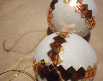 2 x Flocked White Christmas Tree Baubles