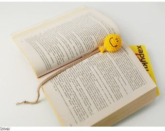 Crochet balloon bookmark. Happy Birthday gift for book lovers. Funny book accessory. Gift for children. Reading accessory. Cool bookmark