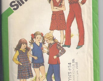 Simplicity 5118 Sewing Pattern from 1981.  Girls Dress, Jumper, Top, Skirt, Pants, Shorts.   Breast 26-27