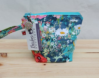 Small Insulated wild Flower snack bag, zippered top, washable, food safe lining, school/work snack bag, grab and go, reusable, kid friendly,