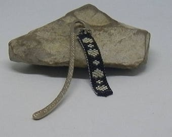 """Weaving needle pattern """"heart"""" black and silver bookmark"""