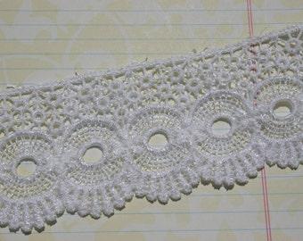 "Wide White Venice Lace - Circle Fan Pattern - Pretty Sewing Venise Trim - 2 1/4"" Wide"