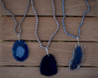 Beaded necklace with removable agate slice pendant