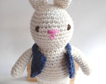 Little pretty crocheted rabbit - Petit doudou lapin crocheté - amigurumi
