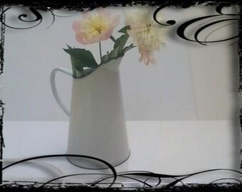 Vintage french moyen pichet émaillé blanc // décor cottage maison campagne // shabby chic // rustique // pays français