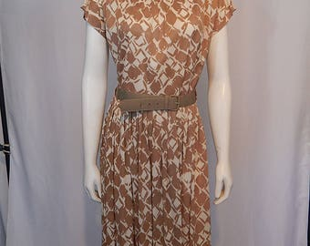 Vintage Early 60s Sixties Dress Medium M Novelty Overscale Abstract Novelty Print Tan Beige Off White Nylon Knit Short Sleeve Pleated Skirt