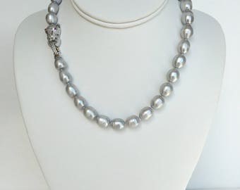 Elegant Freshwater Pearl Necklace with Cubic Zirconia Tiger Head Clasp