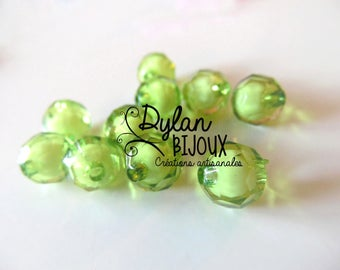 Faceted acrylic bead 10 mm / light green