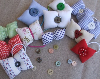 Bow hair of padded fabric, available in various options.