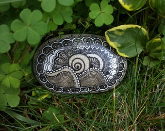 Painted Pebble - Painted Rock - Mandala Pebble - Mandala Rocks - Mandala Design - Sea Pebble - Hand Painted Rock - Rock Mandala - Pebble Art