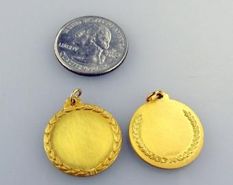 NOS Engraveable Disc pendant with Laurel Wreath GF