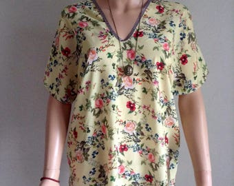 Flowing yellow blouse pale print floral and foliage 36/38/40/42/44/46/48