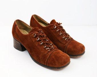 SALE///Vintage 70s Brown Suede Grommet Lace Up Oxford Flats size 7