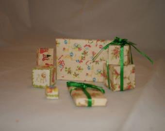 Mini Christmas Presents: Cream
