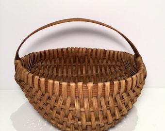 Vintage (1980's) Buttock Basket / Egg Basket w/ Handle