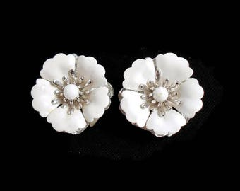 Vintage Sarah Coventry White Flower Silver Clip On Earrings Signed Designer Jewelry Beautiful Condition