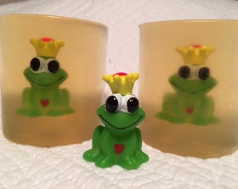 Adorable Prince or Princess Charming soap! Great for any princess or prince. Maybe a kiss will make them real!
