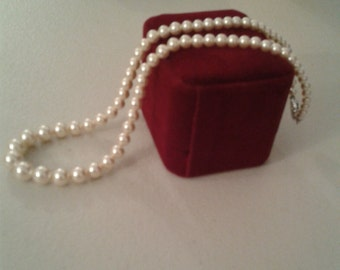 Necklace - Beautiful Single Strand Simulated Pearl Necklace