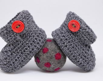 Grey merino / cotton baby booties with red vintage buttons