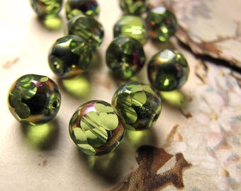 vintage green glass beads - White Snake Japan - extremely rare green variety - 10mm - 12 beads