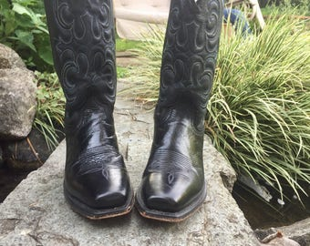 Classic Black Leather Western Cowboy Boots Women's size7, Men's Size 6 made in USA