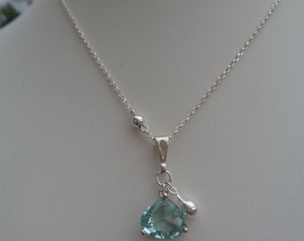 Necklace in 925 Silver with crystal drop pendant, tender green