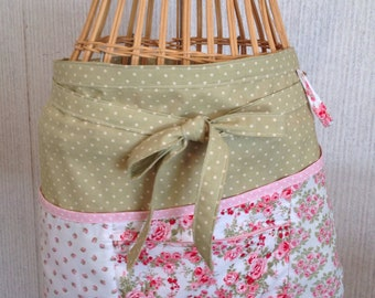 Vendor apron with zippered pocket Pink and green patchwork