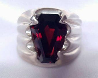 Coffin Gem - 5ct - Fang Coffin Ring