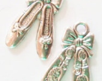 10 Ballet Slipper Charms (double sided) 21x13mm ITEM:K4