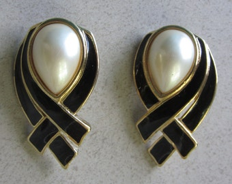 Vintage Trifari Black Enamel and Faux Pearl clip earrings with gold tone metal,signed,excellent condition!