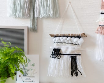 Woven wall hanging black & white (small)