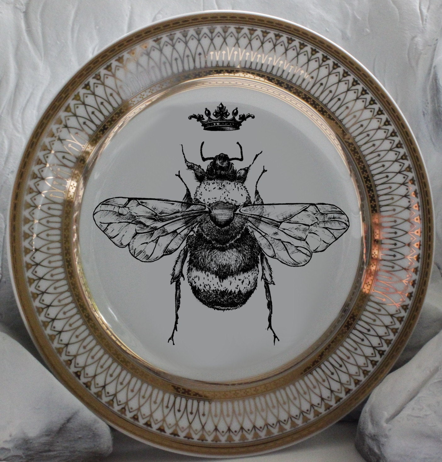 Beautiful Gold Queen Royal Crown Bee Dinnerware Plates