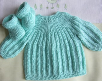 """Shirt and baby booties size newborn - hand made knit """"green"""" color"""