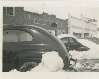 Vintage Snapshot Photo: Cars Parked in Snow, April 17, 1941 [82652]