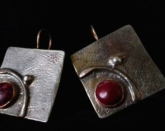 Square earrings with an embedded Jasper stone.
